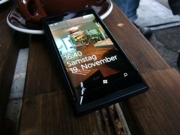 http://t3n.de/news/wp-content/uploads/2011/11/Nokia-Lumia-800-Coffeestyle-595x446.jpg