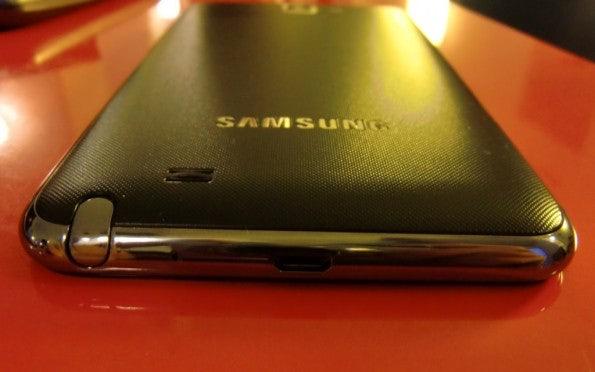 http://t3n.de/news/wp-content/uploads/2011/12/Samsung-Galaxy-Note-bottom-595x372.jpg