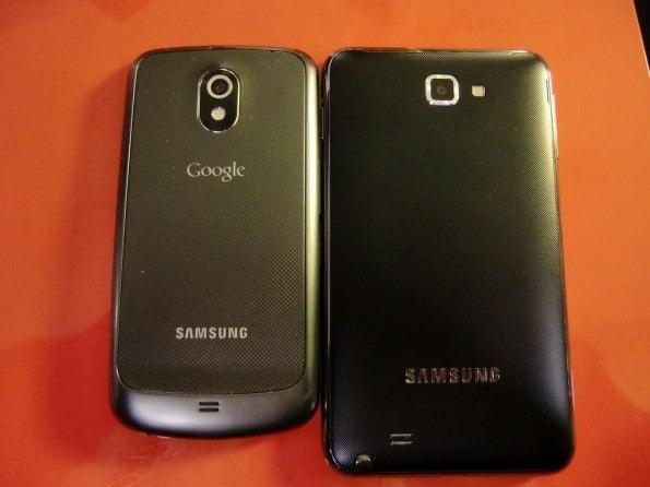 http://t3n.de/news/wp-content/uploads/2011/12/Samsung-Galaxy-Note-vs-Nexus-back-595x446.jpg