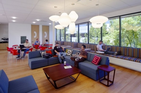 http://t3n.de/news/wp-content/uploads/2012/02/Googleplex_MTV021-595x394.jpg