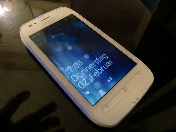 http://t3n.de/news/wp-content/uploads/2012/02/Nokia-Lumia-710-13-595x446.jpg