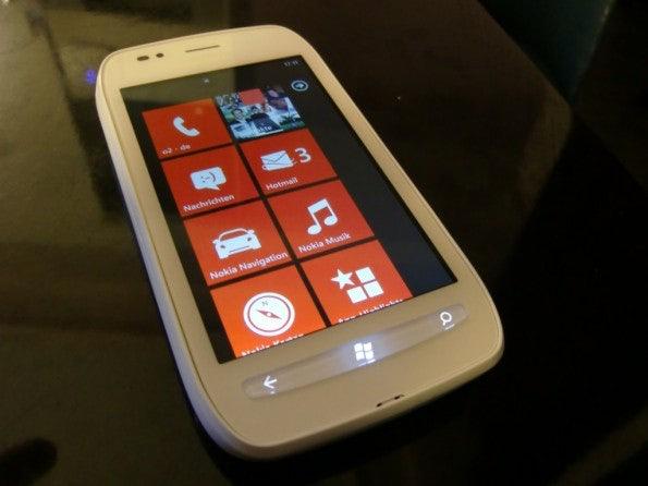 http://t3n.de/news/wp-content/uploads/2012/02/Nokia-Lumia-710-6-595x446.jpg