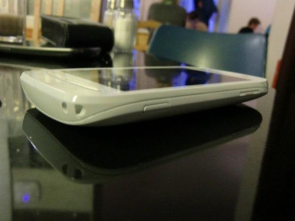 http://t3n.de/news/wp-content/uploads/2012/02/Nokia-Lumia-710-7-595x446.jpg