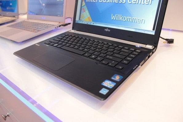 http://t3n.de/news/wp-content/uploads/2012/03/Fujitsu-Lifebook-UH572-1-595x396.jpg
