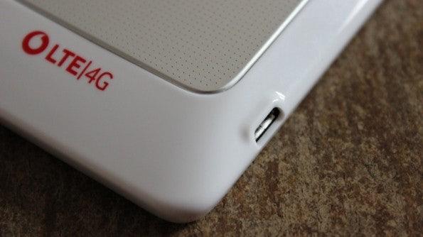 http://t3n.de/news/wp-content/uploads/2012/03/HTC-Velocity-4G-usb-nose.JPG--595x334.jpg