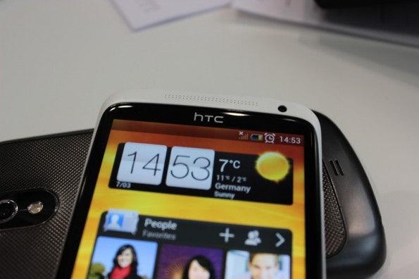 http://t3n.de/news/wp-content/uploads/2012/03/HTC-one-X-Screen-closeup-595x396.jpg