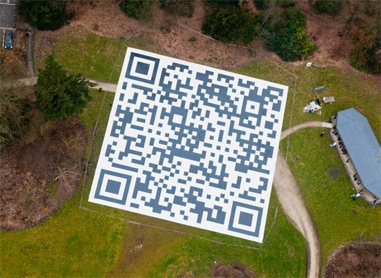 http://t3n.de/news/wp-content/uploads/2012/03/QRCodes_Helikopter.jpg
