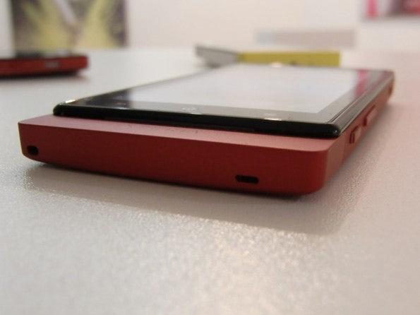 http://t3n.de/news/wp-content/uploads/2012/03/Sony-Xperia-sola-2-595x446.jpg