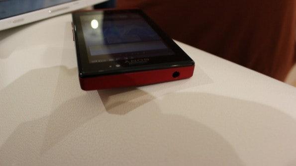 http://t3n.de/news/wp-content/uploads/2012/03/Sony-Xperia-sola-9-595x334.jpg