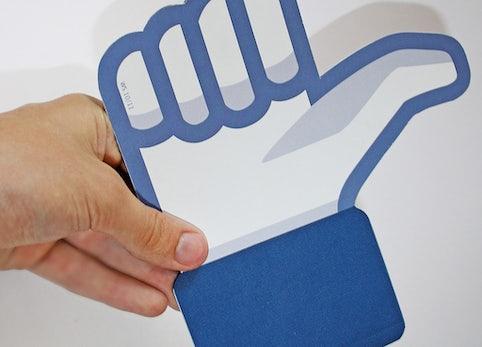 Facebook-Werbung jetzt auch in deutschen Newsfeeds