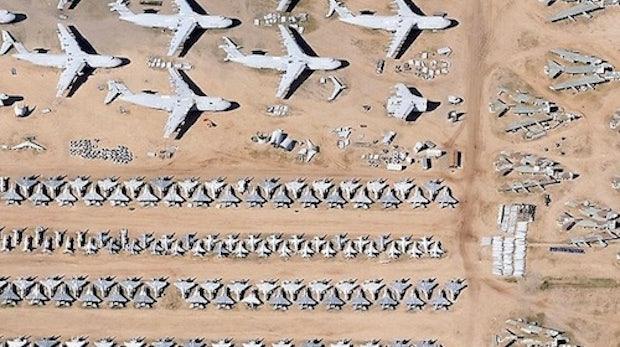 Google Earth: Schwarze Löcher, Heiratsanträge und Kampfjets auf dem Parkplatz
