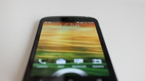 http://t3n.de/news/wp-content/uploads/2012/04/HTC-one-S-bottom-front-2-595x334.jpg