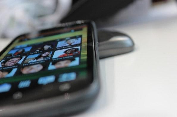 http://t3n.de/news/wp-content/uploads/2012/04/HTC-one-S-side-5-595x396.jpg
