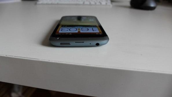 http://t3n.de/news/wp-content/uploads/2012/04/HTC-one-S-top-595x334.jpg