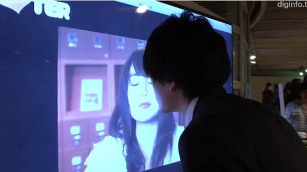 Werbung der Zukunft: Interaktives Plakat will geküsst werden