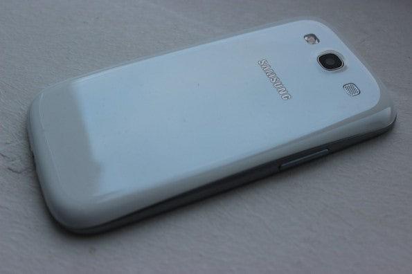 http://t3n.de/news/wp-content/uploads/2012/05/Samsung-Galaxy-S3-back-2-595x396.jpg