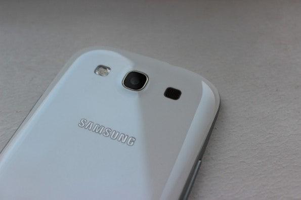 http://t3n.de/news/wp-content/uploads/2012/05/Samsung-Galaxy-S3-back-camera-595x396.jpg