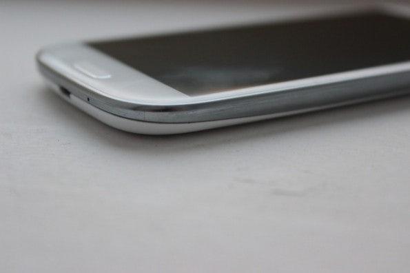 http://t3n.de/news/wp-content/uploads/2012/05/Samsung-Galaxy-S3-detail3-595x396.jpg