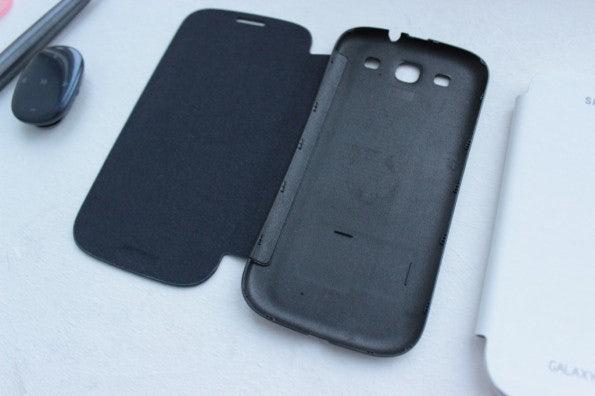 http://t3n.de/news/wp-content/uploads/2012/05/Samsung-Galaxy-S3-flipcover-2-595x396.jpg