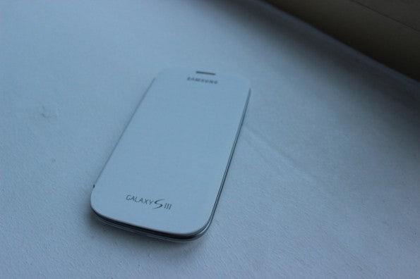 http://t3n.de/news/wp-content/uploads/2012/05/Samsung-Galaxy-S3-flipcover-white-595x396.jpg