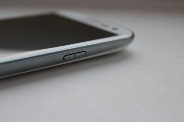 http://t3n.de/news/wp-content/uploads/2012/05/Samsung-Galaxy-S3-powerbutton-595x396.jpg