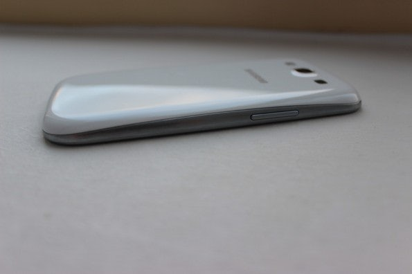 http://t3n.de/news/wp-content/uploads/2012/05/Samsung-Galaxy-S3-side-3-595x396.jpg