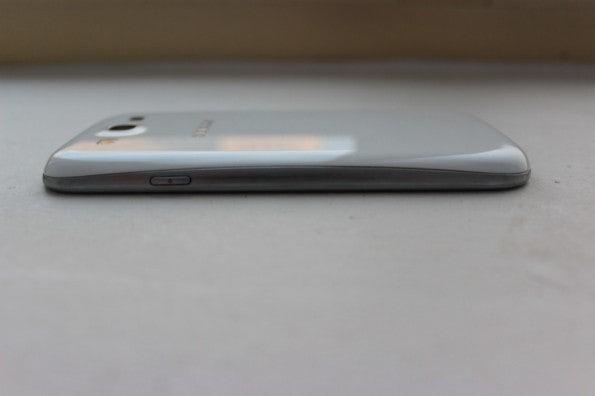 http://t3n.de/news/wp-content/uploads/2012/05/Samsung-Galaxy-S3-side2-595x396.jpg