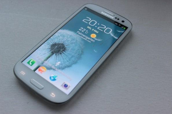 http://t3n.de/news/wp-content/uploads/2012/05/Samsung-Galaxy-S3-total-2-595x396.jpg