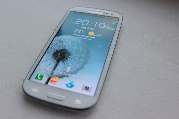 http://t3n.de/news/wp-content/uploads/2012/05/Samsung-Galaxy-S3-total-595x396.jpg