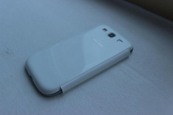 http://t3n.de/news/wp-content/uploads/2012/05/Samsung-Galaxy-S3-white-flipcover3-595x396.jpg