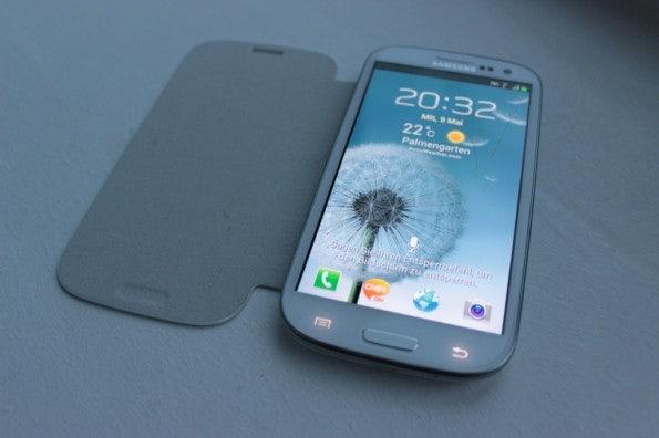 http://t3n.de/news/wp-content/uploads/2012/05/Samsung-Galaxy-S3-with-flipcover-595x396.jpg