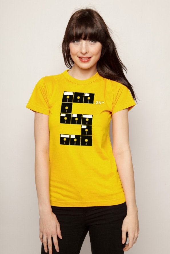 http://t3n.de/news/wp-content/uploads/2012/05/geek-shirts-lowrez-5_24_model-595x892.jpg