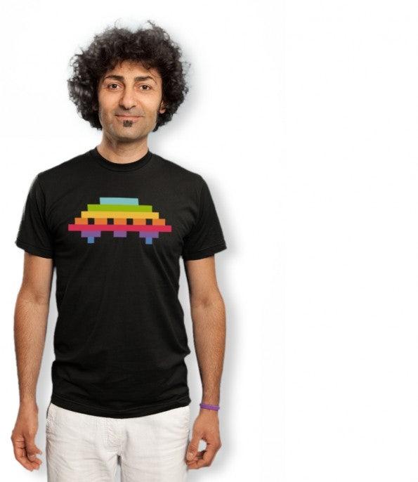 http://t3n.de/news/wp-content/uploads/2012/05/geek-shirts-lowrez-ufo_attack-595x686.jpg