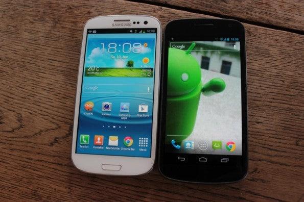 http://t3n.de/news/wp-content/uploads/2012/06/Samsung-Galaxy-S3-vs-Galaxy-Nexus_1393-595x396.jpg