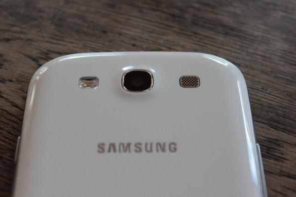 http://t3n.de/news/wp-content/uploads/2012/06/Samsung-Galaxy-S3_1346_kamera2-595x396.jpg