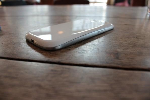 http://t3n.de/news/wp-content/uploads/2012/06/Samsung-Galaxy-S3_1349-595x396.jpg