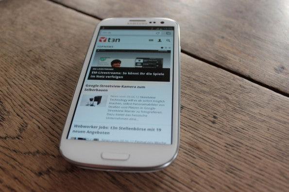 http://t3n.de/news/wp-content/uploads/2012/06/Samsung-Galaxy-S3_1387-595x396.jpg