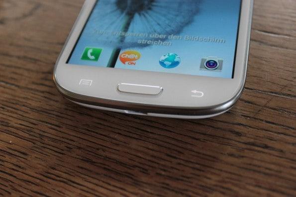 http://t3n.de/news/wp-content/uploads/2012/06/Samsung-Galaxy-S3_1415-595x396.jpg