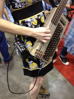 Eigenbau: C64-Bassgitarre verwendet originalen Soundchip