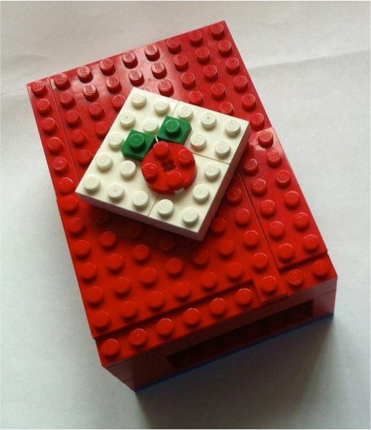http://t3n.de/news/wp-content/uploads/2012/07/raspberry-pi-gehaeuse-biz-lego.jpg