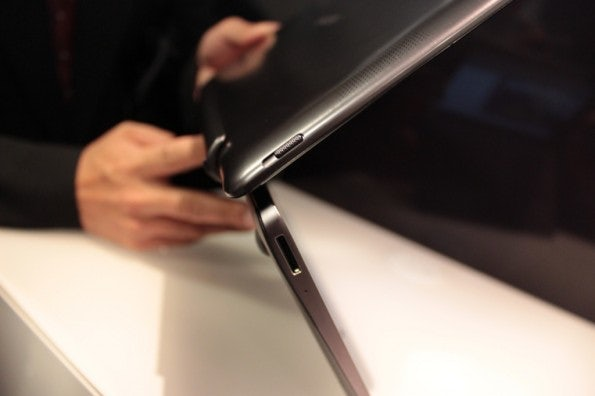 http://t3n.de/news/wp-content/uploads/2012/08/Asus-Vivo-Tab-hands-on-detail-3-595x396.jpg