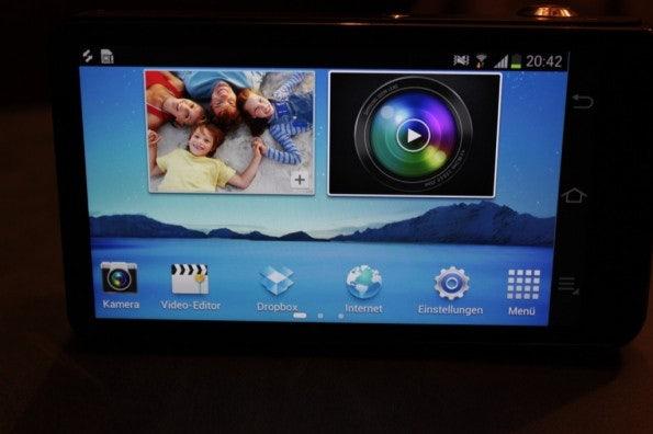 http://t3n.de/news/wp-content/uploads/2012/08/Samsung-Galaxy-Camera_3294-595x396.jpg