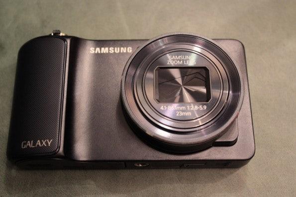 http://t3n.de/news/wp-content/uploads/2012/08/Samsung-Galaxy-Camera_3302-595x396.jpg