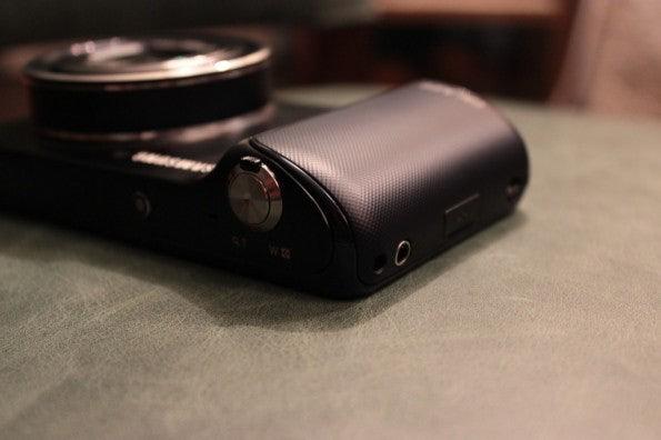 http://t3n.de/news/wp-content/uploads/2012/08/Samsung-Galaxy-Camera_3307-595x396.jpg