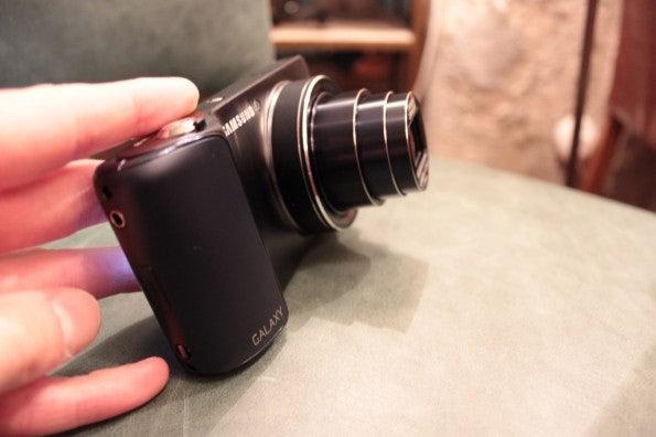 http://t3n.de/news/wp-content/uploads/2012/08/Samsung-Galaxy-Camera_3311-595x396.jpg