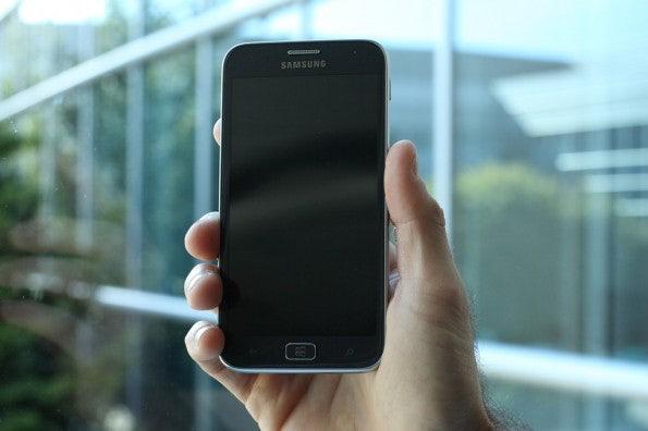 http://t3n.de/news/wp-content/uploads/2012/08/Samsung-ativ-windows-phone-8-closeup-2-595x396.jpg