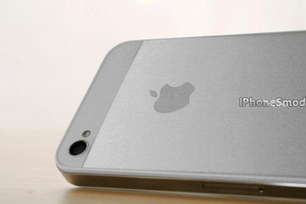 http://t3n.de/news/wp-content/uploads/2012/08/iPhone-5-Mod-Kit-04-595x397.jpeg