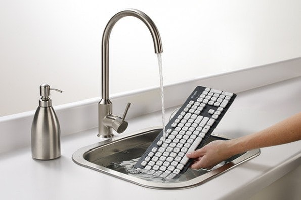 http://t3n.de/news/wp-content/uploads/2012/08/logitech-washable-keyboard-k310-messy-0-595x396.jpeg