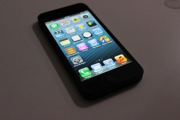 http://t3n.de/news/wp-content/uploads/2012/09/Apple-iPhone-5-Hands-on_4102-595x396.jpg
