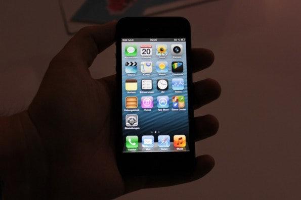 http://t3n.de/news/wp-content/uploads/2012/09/Apple-iPhone-5-Hands-on_4105-595x396.jpg